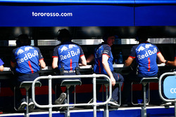 Toro Rosso engineers on the pit wall