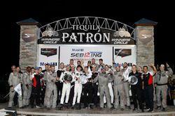 Подиум GTLM: победители Патрик Пиле, Ник Тэнди, Фредерик Маковецки, Porsche Team North America