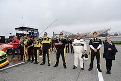 Paul Menard, Team Penske, Ford Mustang Menards/Richmond crew