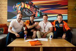 Jens Hainbach, Miguel Oliveira, Pit Beirer y Mike Leitner, de KTM