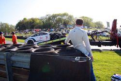 #31 Team Parker Racing Bentley Continental GT3: Aron Taylor Smith, Joshua Caygill after the crash