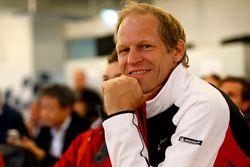 #17 KÜS Team75 Bernhard Porsche GT3 R: Jörg Bergmeister