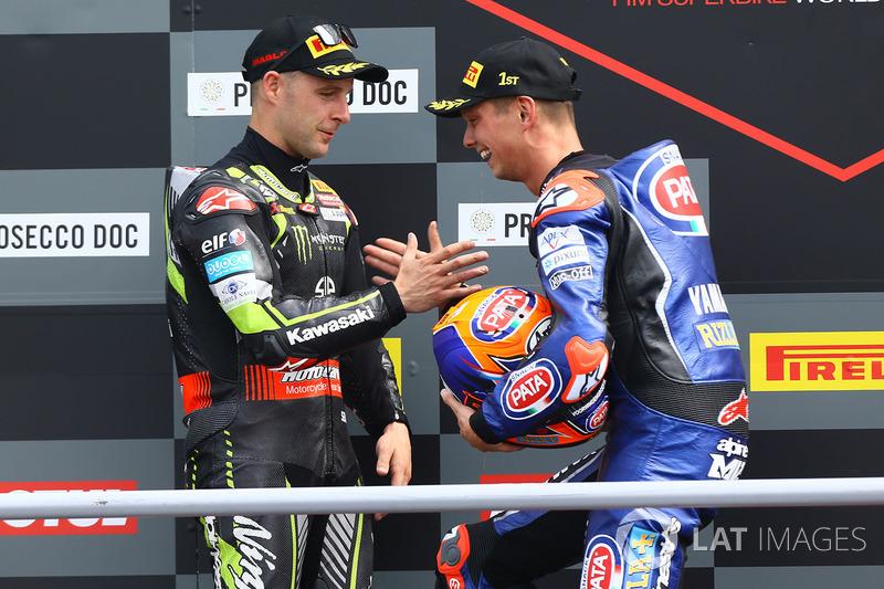 Podio: ganador de la carrera Michael van der Mark, Pata Yamaha, segundo lugar Jonathan Rea, Kawasaki Racing