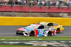 Kyle Busch, Joe Gibbs Racing, Toyota Camry M&M's Red White & Blue and Joey Logano, Team Penske, Ford Fusion Shell Pennzoil