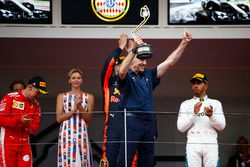 Adrian Newey, Chief Technical Officer, Red Bull Racing, celebrates victory on the podium ahead of Daniel Ricciardo, Red Bull Racing, Lewis Hamilton, Mercedes AMG F1 and Sebastian Vettel, Ferrari