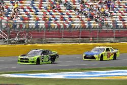 Brad Keselowski, Team Penske, Ford Mustang Fitzgerald Glider Kits and Brandon Jones, Joe Gibbs Racing, Toyota Camry Toyota Menards Jeld-Wen/