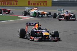 Sebastian Vettel, Red Bull Racing RB9 leads