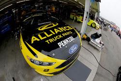 Ryan Blaney, Team Penske, Ford Fusion Kyle Chris Buescher, JTG Daugherty Racing, Chevrolet Camaro Scott Towels