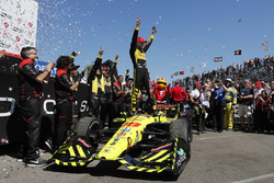 Le vainqueur Sébastien Bourdais, Dale Coyne Racing with Vasser-Sullivan Honda