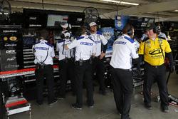 Membri della crew di Ryan Blaney, Team Penske, Ford Fusion Devilbiss