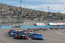 Martin Truex Jr., Furniture Row Racing, Toyota Camry 5-hour ENERGY/Bass Pro Shops Kyle Larson, Chip