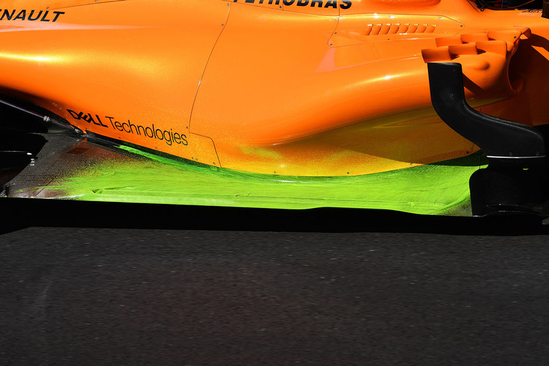 Stoffel Vandoorne, McLaren MCL33 with aero paint on sidepod and floor