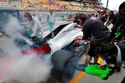 Romain Grosjean, Haas F1 Team, met brandende remmen