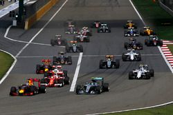 Daniel Ricciardo, Red Bull Racing RB12 leads Nico Rosberg, Mercedes-Benz F1 W07 Hybrid and Kimi Raik