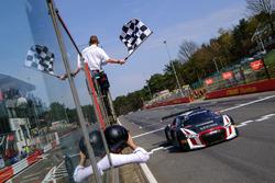 Racewinnaar #66 Attempto Racing Audi R8 LMS: Steijn Schothorst, Kelvin van der Linde