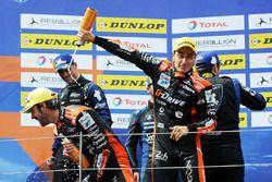 Podio: i vincitori della gara #26 G-Drive Racing Oreca 07 - Gibson: Roman Rusinov, Jean-Eric Vergne