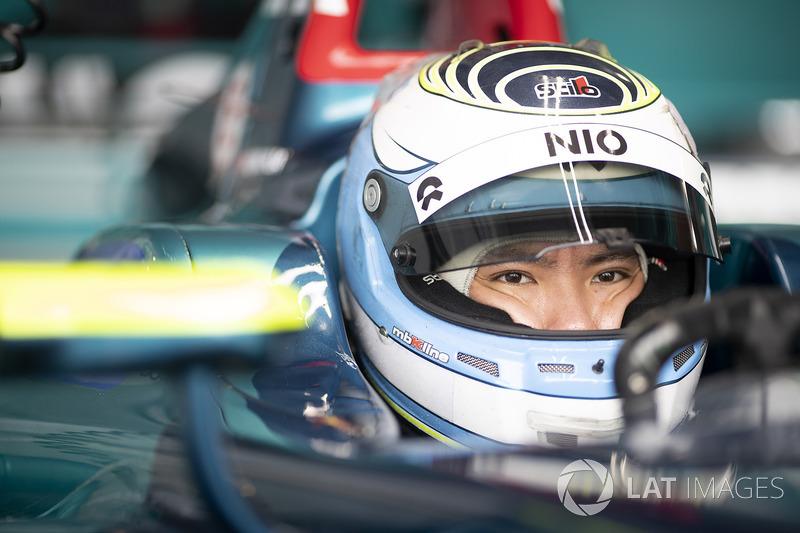 Na Fórmula E, há duas equipes chinesas, a NIO 333 e a Techeetah, além de um piloto chinês, Ma Qinghua. Para poder participar do ePrix da Cidade do México, em fevereiro, o piloto optou por fazer uma quarentena de 14 dias na capital