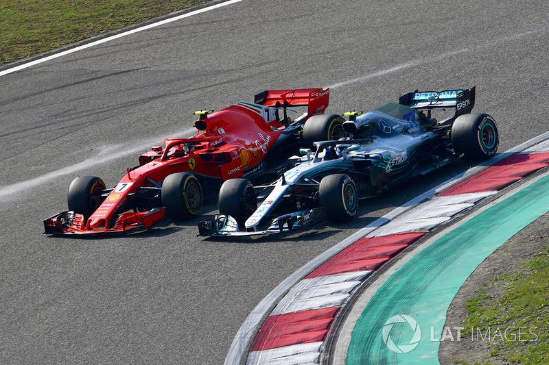 Kimi Raikkonen, Ferrari SF71H and Valtteri Bottas, Mercedes-AMG F1 W09 EQ Power battle