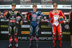 Ganador de la pole Alex Lowes, Pata Yamaha, segundo Jonathan Rea, Kawasaki Racing, tercero Xavi Fores, Barni Racing Team