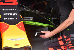 Red Bull Racing RB14 front suspension with aero paint
