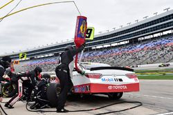 Brandon Jones, Joe Gibbs Racing, Toyota Camry Toyota Service Centers, makes a pit stop