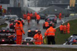 La lluvia detiene la carrera en Oulton Park por razones de seguridad