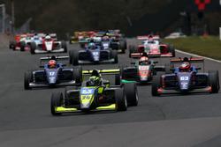 Arrancada Linus Lundqvist, Double R BRDC British F3 líder