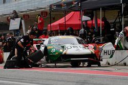 Squadra Corse Garage Italia Americas Ferrari 488 GT3: Caeser Bacarella, Martin Fuentes, pit stop