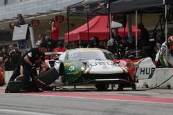 Squadra Corse Garage Italia Americas Ferrari 488 GT3: Caeser Bacarella, Martin Fuentes pit stop