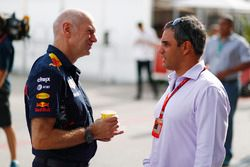 Adrian Newey, Chief Technical Officer, Red Bull Racing, speaks with Juan-Pablo Montoya