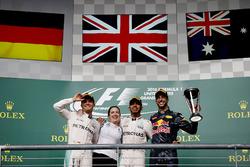 Podium: tweede plaats Nico Rosberg, Mercedes AMG, Victoria Vowles, Partner Services Director, Merced