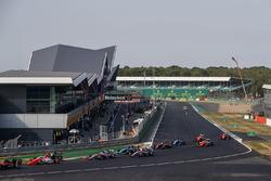 Нико Кари, MP Motorsport, и Диего Менчака, Campos Racing