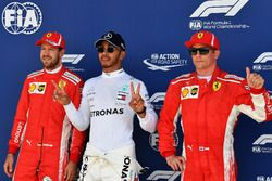 Sebastian Vettel, Ferrari, Lewis Hamilton, Mercedes-AMG F1 e Kimi Raikkonen, Ferrari, festeggiano nel parco chiuso