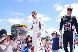 Carl Edwards, Joe Gibbs Racing Toyota und Kevin Harvick, Stewart-Haas Racing Chevrolet