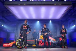 Daniel Ricciardo en Daniil Kvyat met de Red Bull Racing RB12 livery en Christian Horner, Red Bull Ra