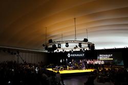Frederic Vasseur, Renault F1 Team Renndirektor, Carlos Ghosn, Präsident Renault; Kevin Magnussen, Re