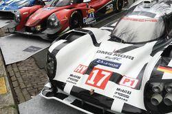 Porsche 919 Hibrit, RGR Sport Morve Ligier JS P2, Ford GT ekranda Paris caddelerinde