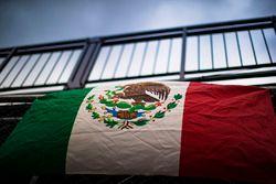 Bandera de México en el Autódromo Hermanos Rodríguez
