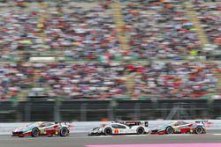 #51 AF Corse Ferrari 488 GTE: Gianmaria Bruni, James Calado; #1 Porsche Team Porsche 919 Hybrid: Tim
