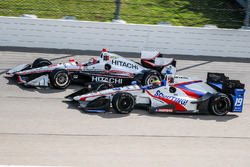 Gabby Chaves, Dale Coyne Racing Honda, Helio Castroneves, Team Penske Chevrolet
