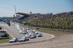 Start, Robert Wickens, Mercedes-AMG Team HWA, Mercedes-AMG C63 DTM, Christian Vietoris, Mercedes-AMG