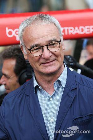 Claudio Ranieri, Leicester City Menajeri, hayır kurumlarına destek için yapılan futbol maçında