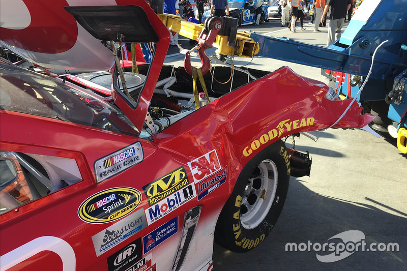 Kyle Larson, Chip Ganassi Racing Chevrolet, crashed car