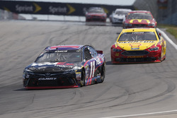 Denny Hamlin, Joe Gibbs Racing Toyota, Joey Logano, Team Penske Ford