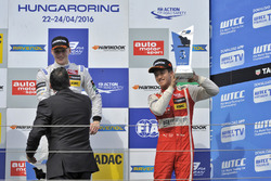 Podium : le vainqueur Maximilian Günther, Prema Powerteam Dallara F312 – Mercedes-Benz; le troisième, Guanyu Zhou, Motopark Dallara F312 – Volkswagen
