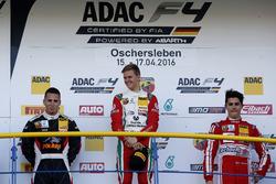 Podio: segunbdo lugare Joseph Mawson, Van Amersfoort Racing; ganador Mick Schumacher, Prema Powertea