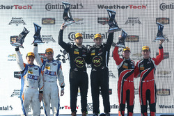 PC podium: Robert Alon, Tom Kimber-Smith, PR1 Mathiasen Motorsports, segundo, Jon Bennett, Colin Braun, CORE autosport, tercero, James French, Kyle Marcelli, Performance Tech Motorsports