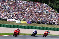 Carlos Checa, Marlboro Yamaha Team; Shinya Nakano, Gauloises Yamaha Tech 3; Norifumi Abe, Antena 3 Y