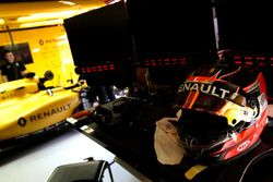 Шлем Эстебана Окона, третьего пилота Renault Sport F1 Team