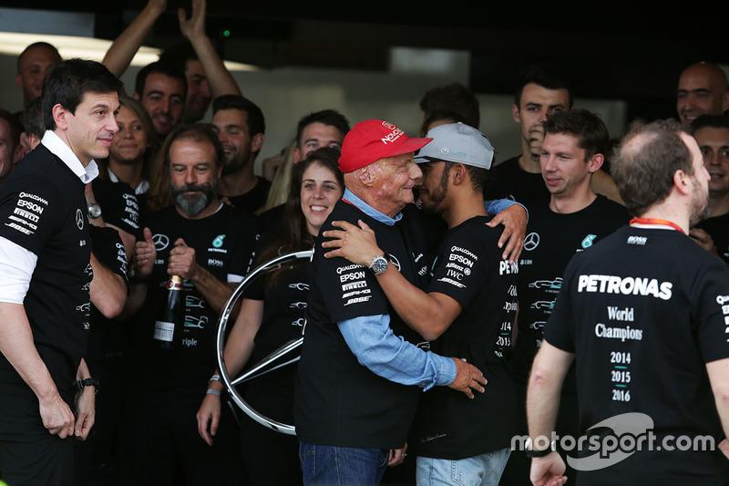 Mercedes celebra el campeonato de constructores de F1 2016